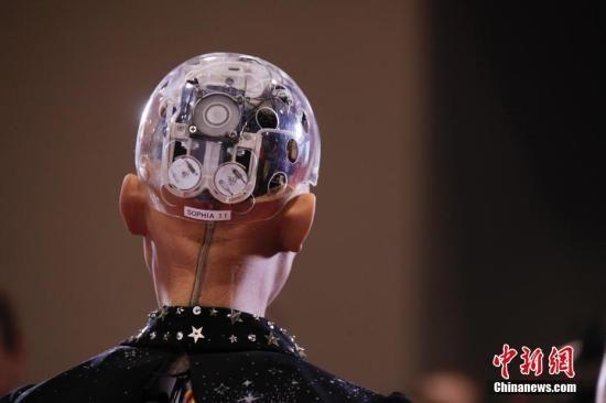 """资料图:沙特人工智能机器人""""索菲亚""""。中新社记者 余瑞冬 摄"""