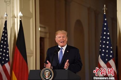 当地时间4月27日,美国总统特朗普在白宫会见来访的德国总理默克尔,并共同会见记者。图为特朗普出席联合记者会。中新社记者 刁海洋 摄
