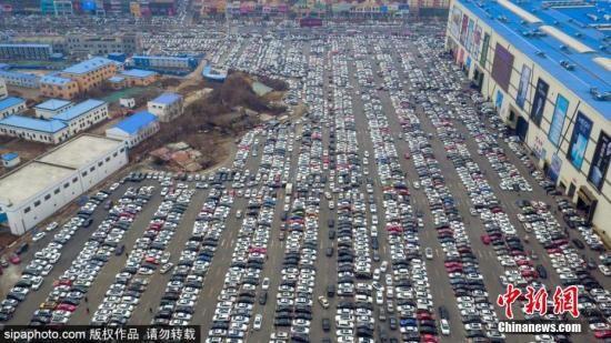 资料图:一处停满车辆的停车位。图片来源:SipaPhoto 版权作品 请勿转载