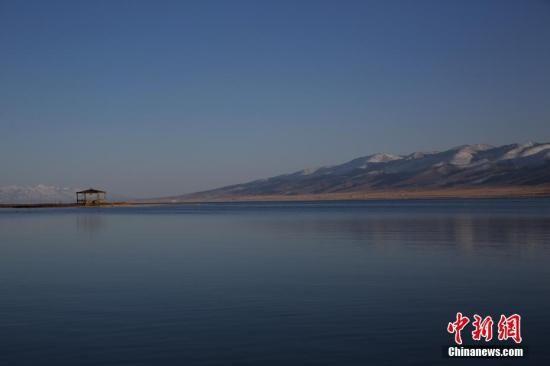 资料图:青海湖二郎剑景区。中新社记者 罗云鹏 摄