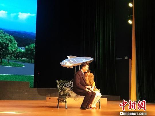 图为大学生饰演郭永怀夫妇。 孙睿 摄