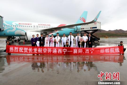 图为浙江长龙航空机组人员合影。 李泽中 摄