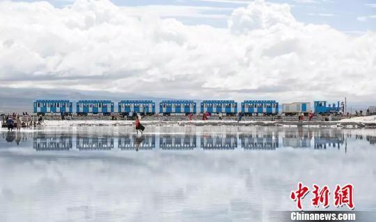 图为青海茶卡盐湖。(资料图) 钟欣 摄