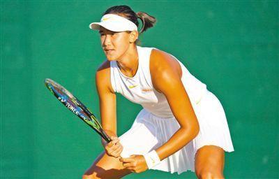 当地时间7月7日,王曦雨在温网青少年女单比赛中。