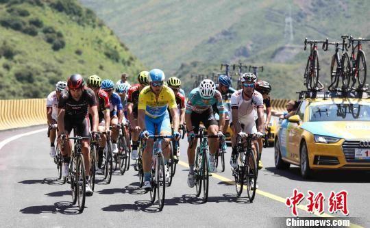 图为环湖赛骑行大集团。环湖赛组委会提供