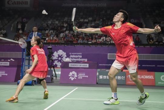 8月27日,中国选手郑思维(右)/黄雅琼在比赛中。新华社记者 费茂华/摄