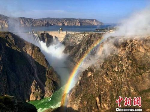 图为黄河上游地区的龙羊峡景区。 罗云鹏 摄