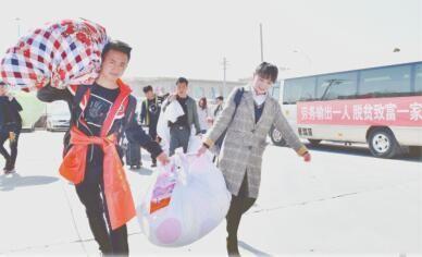 湟中县拦隆口镇卡阳村:劳务输出让在家待业的农村青年拥有一技之长。