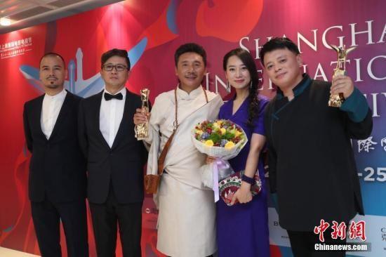 资料图:第21届上海国际电影节金爵奖颁奖典礼在上海大剧院举行,《阿拉姜色》夺得两项大奖。 中新社记者 张亨伟 摄
