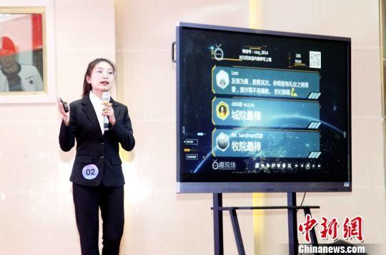 图为青海职业院校学生阐述创新创业项目。 张添福 摄