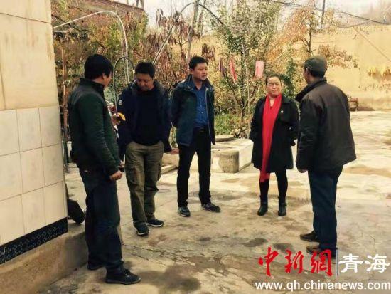 图为尖扎县委宣传部督察组展开专项督察。 宣传部 供