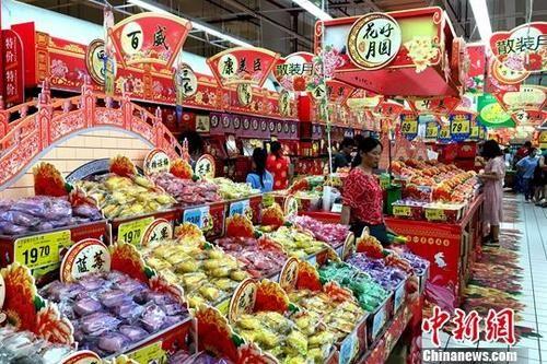 资料图为福州市民在超市内购物。中新社记者 王东明 摄