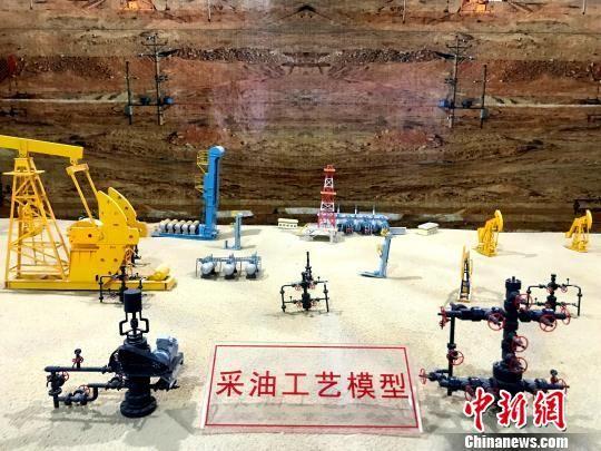 图为青海油田采油工艺模型。 孙睿 摄