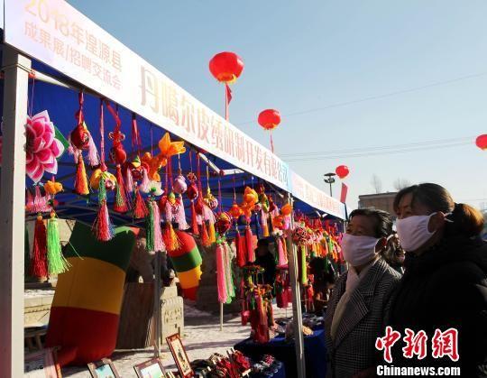 图为西宁市湟源县的创业成果展。 张添福 摄