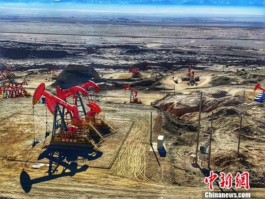 图为英东亿吨级整装高产高丰度油气田。中新社记者 孙睿 摄