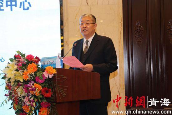 图为青海省第四人民医院院长厍启录。