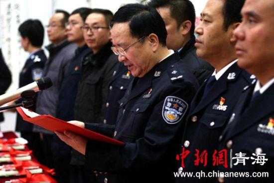 图为活动现场市公安局党委委员、副局长王小华致辞 李海麒摄