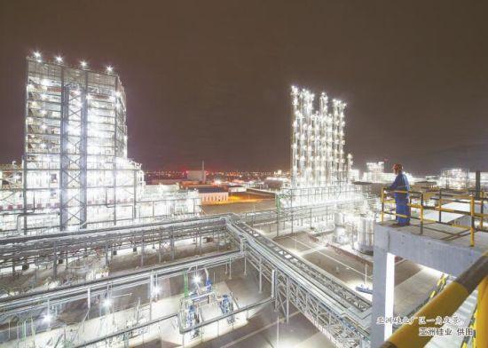 亚洲硅业厂区一角夜景。亚洲硅业