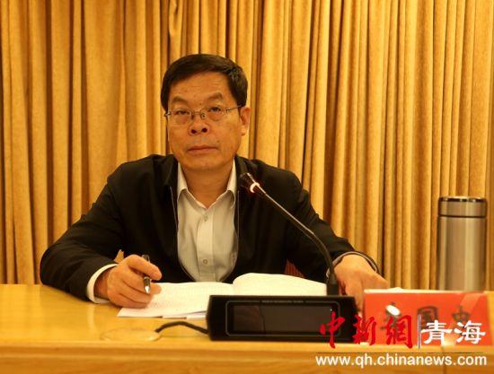 图为青海省委统战部常务副部长李国忠发言
