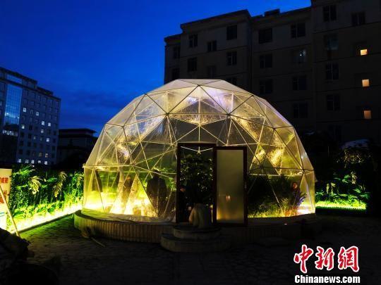 """图为傍晚的""""绿色穹顶""""。 孙睿 摄"""