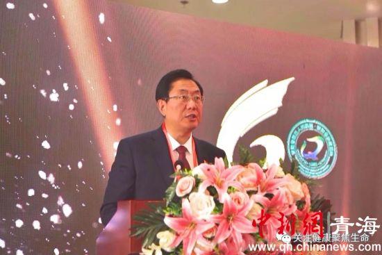 图为青海省肿瘤医院(青海省第五人民医院)院长柴多致辞。
