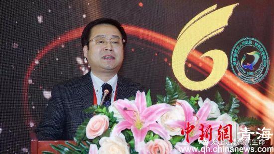 图为辽宁省肿瘤医院党委书记、院长朴浩哲讲话