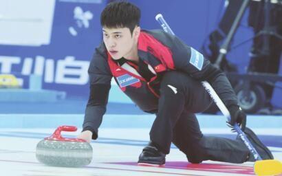 中国男队正在比赛中。