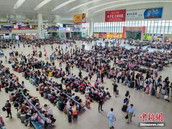 资料图:火车站。 中新社记者 李南轩 摄