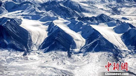 图为青海三江源区域冰川。 三江源国家公园管理局 摄