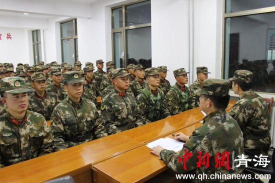 图为武警西宁支队规范新同志的日常养成。钟欣摄