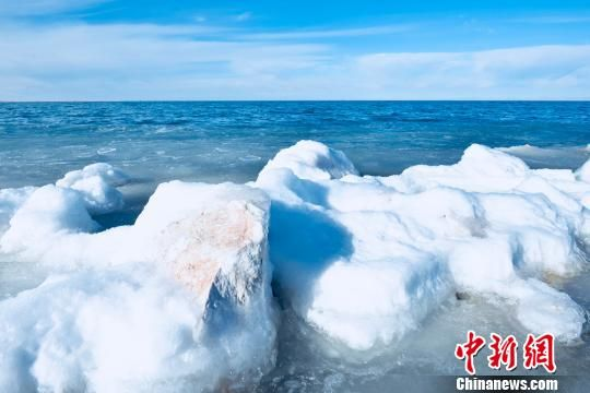 2019年青海湖完全封冻,较去年提前7天。(资料图) 钟欣 摄