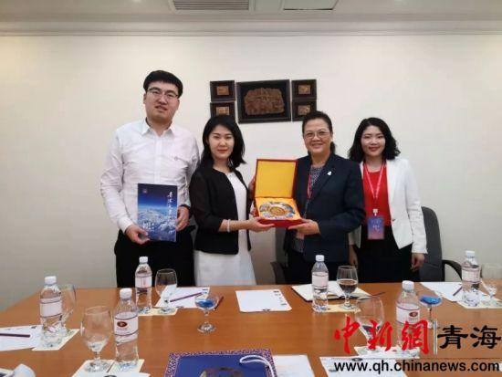 图为青海大学与老挝国立大学进行双边会谈,就师生互访、共同开展科学研究和联合举办国际会议等议题达成一致。钟欣摄
