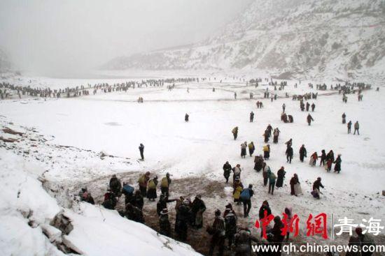 图为冰沙玛尼制作现场。