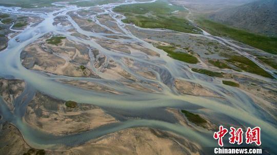 资料图为祁连山中党河源头。祁连山国家公园青海管理局供图