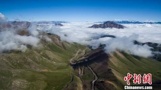 资料图为祁连山。祁连山国家公园青海管理局供图