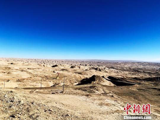 地处青藏高原的青海油田是世界上海拔最高的油气田,也是中国最早开发的油田之一。位于青海省海西州的柴达木盆地,是青海、西藏两省区重要的产油、供油基地,平均海拔3000米左右。 孙睿 摄