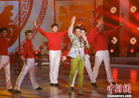 蔡国庆近日现身广州参加广东卫视《流淌的歌声》节目录制。 通讯员 摄