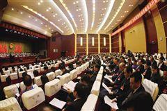 代表们认真聆听两院报告。时报记者 颜金梅 摄