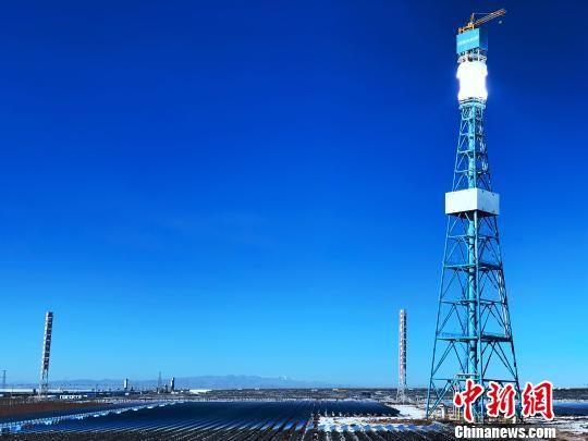 图为中控太阳能青海德令哈塔式光热电站。 孙睿 摄