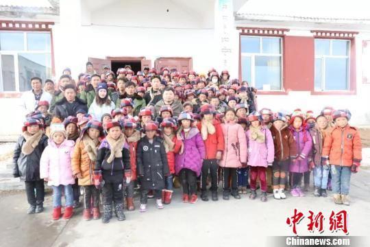 图为扎青乡昂闹村小学开学合影。 陈瑞 摄