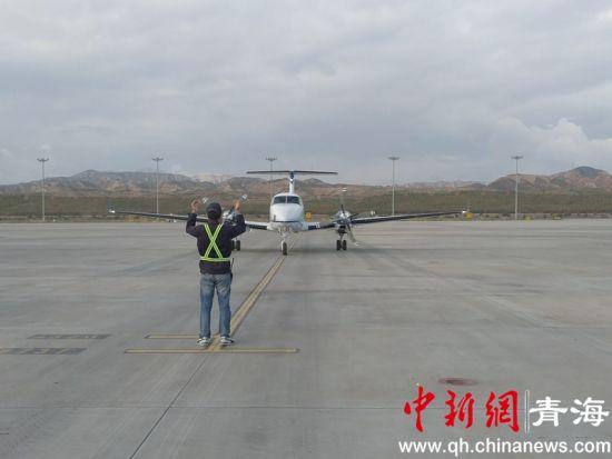 图为降落在西宁曹家堡机场的飞机。鲁丹阳摄