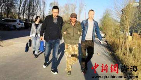 图为海东民警成功抓获犯罪嫌疑人赵某金。