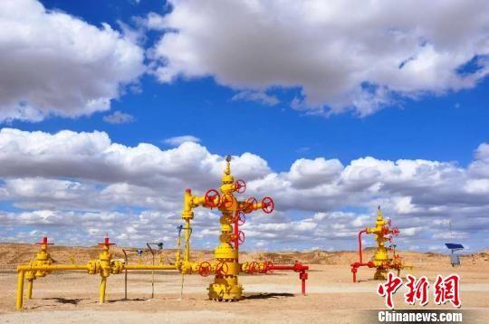 涩北气田是全国海拔最高、条件最艰苦、环境最恶劣的产气区,该气田总面积达150平方公里,是中国的四大气田之一。 孙睿 摄