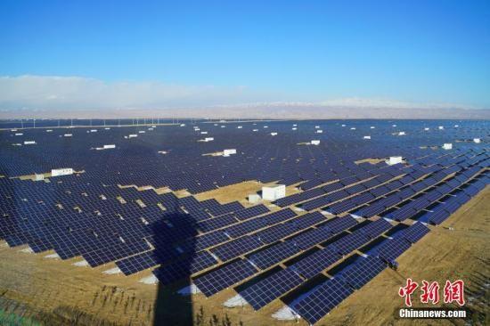 资料图:太阳能光伏板。中新社记者 张兴龙 摄