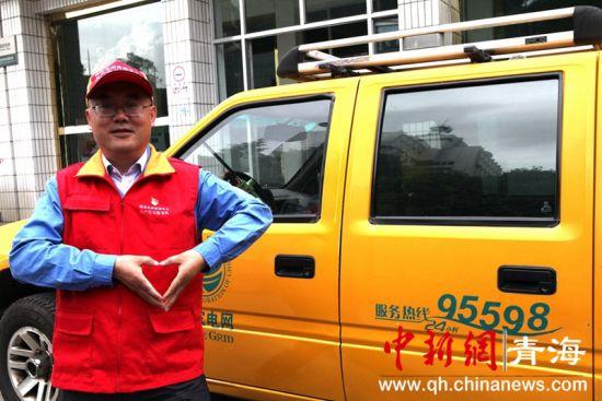 """图为""""电靓夏都""""共产党员服务队队长马煜。张娟摄。"""