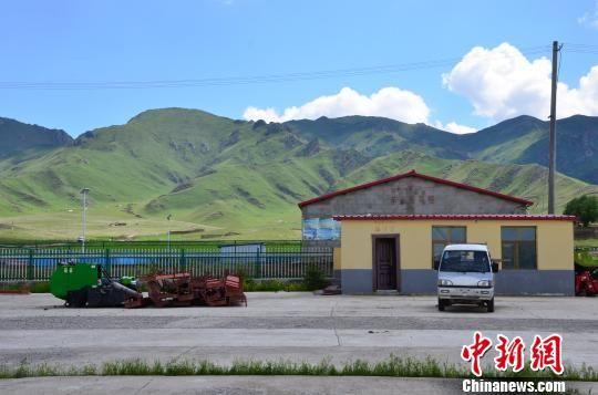 图为位于青海省海南藏族自治州兴海县河卡镇上游村的高原丰收生态畜牧业合作社。 鲁丹阳 摄