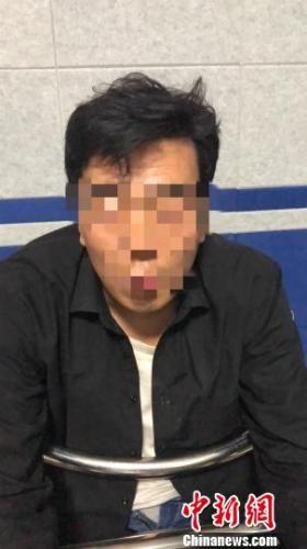 图为西宁市公安局城东公安分局民警抓获的犯罪嫌疑人陈某伟。城东公安分局供图
