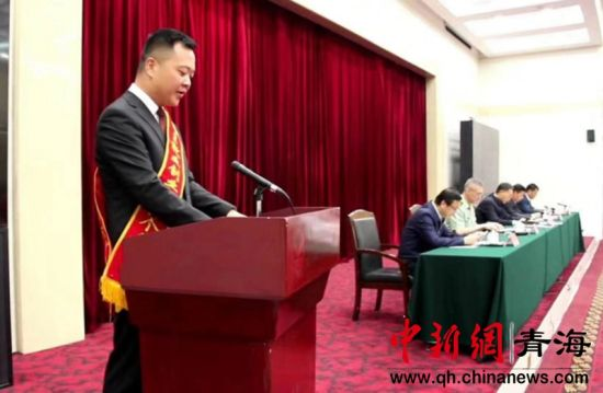 图为2018年8月14日,陈琪在召开的退役士兵安置工作会议上进行演讲。