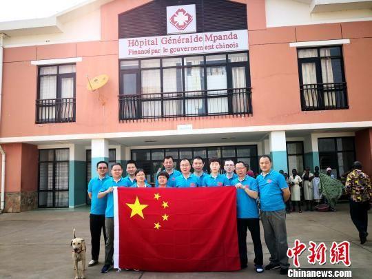 图为青海省第十九批援布隆迪医疗队部分队员合影。青海大学附属医院供图