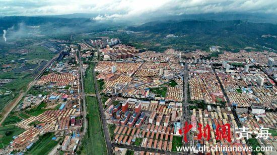 图1 和顺县城全貌。(李�S摄)